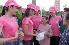 Thí sinh Hoa hậu thắp sáng 11.000 'trái tim' tại nghĩa trang Việt-Lào