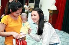 Hoa hậu Nhân ái mang Tết Trung Thu đến với trẻ em viện Nhi
