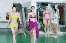"""Cùng nhan sắc Việt đột nhập """"lò"""" đào tạo hoa hậu nổi tiếng thế giới"""
