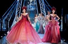 [Photo] Dàn hoa hậu cùng tỏa sáng trong show diễn thời trang