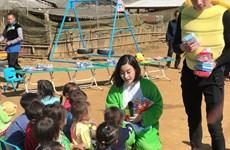 'Bà già Noel' Mỹ Linh đem Giáng sinh đặc biệt đến với người dân Cu Vai