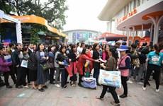 [Photo] Hàng nghìn người dân xếp hàng tại Hội chợ du lịch VITM 2019