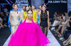 [Photo] Ngắm người 'đàn bà nhung lụa' quyến rũ của Hà Linh Thư