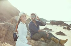 [Photo] Ngẩn ngơ vẻ đẹp Hoa hậu Tiểu Vy trên bãi biển Đá Nhảy