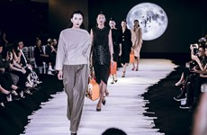 [Photo] Độc đáo 'túi xách' bánh Trung Thu lên sàn diễn thời trang