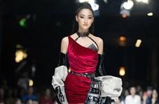 Hoa hậu Lương Thùy Linh hóa 'nữ thần chiến binh' khuynh đảo sàn diễn