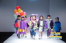 Dàn mẫu nhí Việt tự tin sải bước trên sàn diễn Shanghai Fashion Week