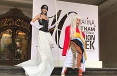 Sôi động hoạt động đường phố của tuần thời trang quốc tế Thu Đông