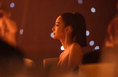 [Photo] Á hậu Hoàng Thùy đầy gợi cảm trong thiết kế dạ hội ấn tượng
