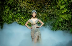 Hoa hậu Khánh Vân lần đầu đội vương miện trên sàn diễn thời trang