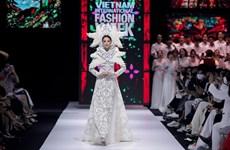 'Kim Lang': Bộ sưu tập áo dài thêu tay thủ công tinh tế và ấn tượng