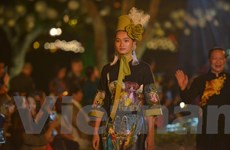 Hàng trăm thiết kế áo dài truyền thống Việt cùng tỏa sáng ở Văn Miếu