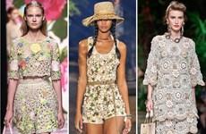 Xu hướng thời trang Hè 2021: Sự trở lại của những bộ đồ Crochet