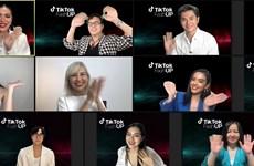 Cuộc thi thời trang trực tuyến FashUP 2021 'chào sân' ấn tượng