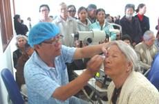 Australia giúp Lâm Đồng khám mắt cho người nghèo