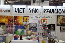 Doanh nghiệp Việt giới thiệu sản phẩm quà tặng tại Singapore