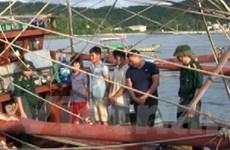 Bắt quả tang tàu khai thác thủy sản tàng trữ 12kg thuốc nổ