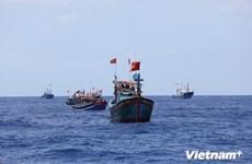 Tìm kiếm và cấp cứu kịp thời hai thuyền viên bị nạn trên biển