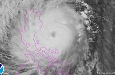 Bão lớn đổ bộ miền Bắc Philippines, 6.500 người phải đi sơ tán