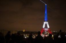 Kinh đô ánh sáng trở lại sau những giờ phút đen tối vì khủng bố
