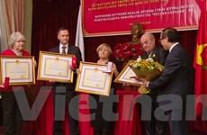 Trao tặng Huy chương hữu nghị của Việt Nam cho 4 phóng viên Nga