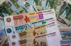 Đồng ruble tiếp tục mất giá mạnh sau khi vượt mốc thấp kỷ lục