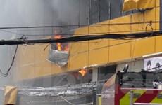 [Photo] Hiện trường vụ cháy tại cửa hàng Thế giới di động ở TP.HCM