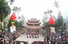 [Photo] Khách thập phương nô nức dự khai hội chùa Hương 2016
