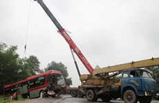 Tai nạn giữa xe khách và hai xe tải làm 9 người thương vong