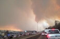 Cháy rừng lan rộng ở Canada, khoảng 80.000 người dân phải sơ tán