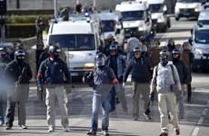 """""""Bỏ qua"""" Quốc hội, Chính phủ Pháp có thể bị bỏ phiếu bất tín nhiệm"""