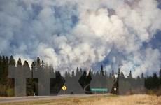 Cháy rừng ở Canada tiếp tục lan rộng, 2.400 ngôi nhà đã bị thiêu rụi