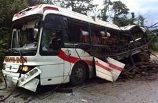 Tập trung cứu chữa 3 người bị thương trong vụ nổ xe khách ở Lào