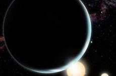 Phát hiện hành tinh lớn nhất ngoài hệ Mặt Trời quay quanh 2 ngôi sao