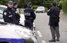 Nước Pháp đau đầu trước bài toán biểu tình và nguy cơ khủng bố