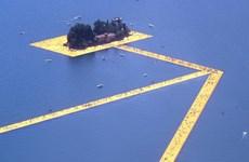 Dạo chơi trên mặt nước bồng bềnh nhờ cây cầu phao khổng lồ