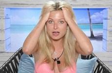 Hoa hậu Anh bị phế truất vì quan hệ tình dục trên truyền hình