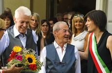 Cặp đồng tính nam xấp xỉ 80 tuổi ở Italy chính thức làm đám cưới