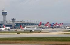 Máy bay Qatar Airways hạ cánh khẩn cấp ở sân bay Istanbul