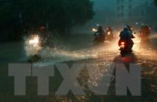 Mưa lớn khiến nhiều tuyến đường ở Hà Nội, Hải Phòng ngập nặng