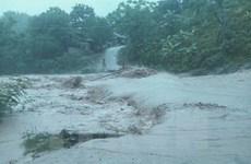 Lào Cai: Mưa lũ làm sập cầu, cô lập 60 hộ dân ở huyện Văn Bàn