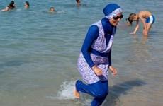 Bộ trưởng Nội vụ Pháp phản đối luật cấm trang phục burkini