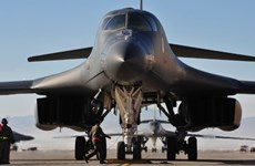 Máy bay ném bom chiến lược của Mỹ lượn trên bầu trời Hàn Quốc