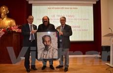 Một nghệ sỹ Algeria sáng tác tranh chân dung Chủ tịch Hồ Chí Minh