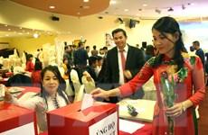 Đêm nhạc tại Séc tôn vinh phụ nữ Việt Nam và hướng về miền Trung