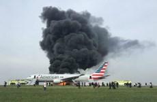 Máy bay chở khách American Airlines bốc cháy tại sân bay Chicago