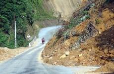 Mưa lớn gây sạt lở nhiều điểm trên Quốc lộ 1A đoạn qua Quảng Ngãi
