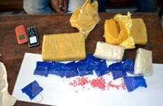 Phát hiện 1.650 viên ma túy tổng hợp cất giấu trong một đôi dép