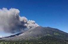 Costa Rica báo động tình trạng khẩn cấp do núi lửa phun tro bụi