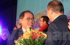 Thành phố của Pháp tặng kỷ niệm chương cho Đại sứ Việt Nam